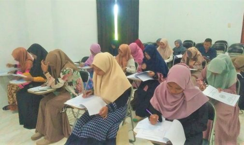 Calon Penerima Beasiswa Bidikmisi STKIP Bina Bangsa Meulaboh Ikut Tes Seleksi