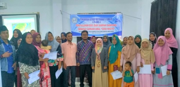 STKIP Bina  Bangsa Meulaboh Gelar Penyuluhan Aplikasi BSG (Bak Sampah Gampong) Dengan Program Zero Waste Di Kecamatan Meureubo Aceh Barat