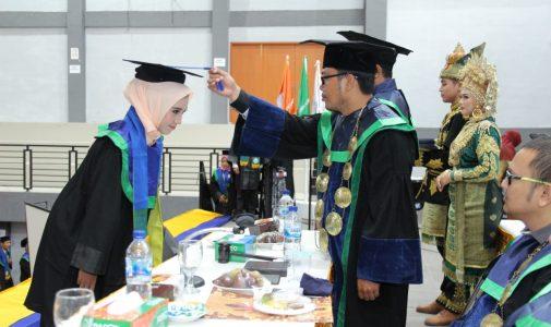 Meriahnya Acara Wisuda Angkatan ke VIII STKIP Bina Bangsa Meulaboh