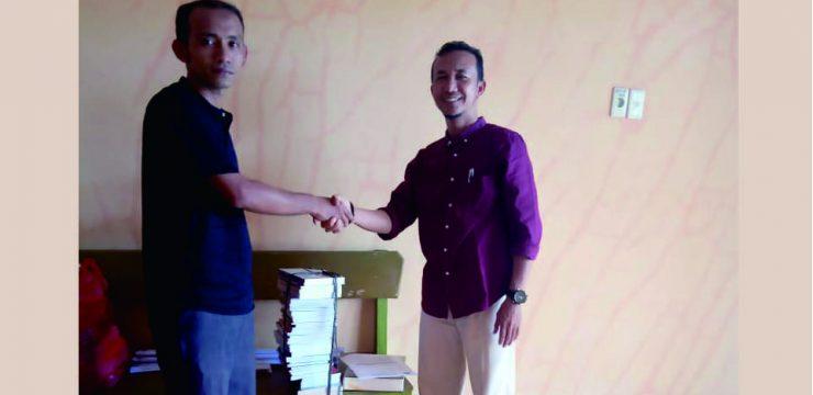 Perpustakaan STKIP Bina Bangsa Meulaboh mendapatkan sumbangan buku dari Dinas Syariat Islam Aceh